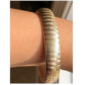Jewelry - 14KT Yellow Gold Dual Sided Texture Pattern Bangle